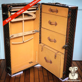 Wardrobe Louis Vuitton toile LV 1925