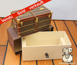 Presse papier mini malle Louis Vuitton VIP