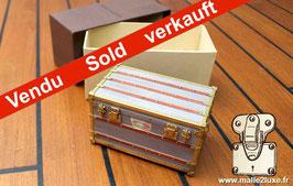 Presse papier mini malle explorateur Louis Vuitton VIP