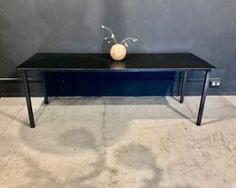 """table """"black beauty"""""""