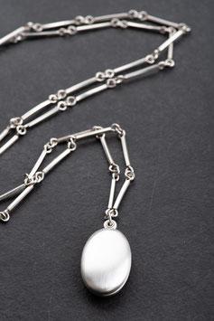 Vintage Unikat: Stäbchenkette mit Medaillon