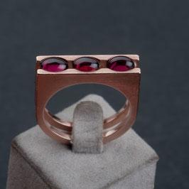 Vintage Unikat: Ring mit 3 Granat Cabochons