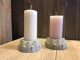 Handgemachte Artischocke aus Beton mit Kerze