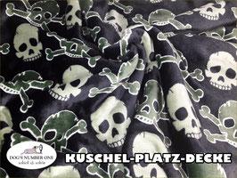 "Kuschel-Platz-Decke ""Modell Totenkopf"""