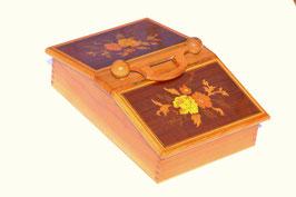 Scatola porta cucito intarsiata in legno di ulivo