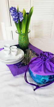 Tischläufer und Eierwärmerutensilo lila/türkis