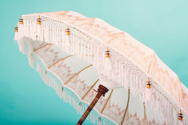 Luxe editie Bali Golden Breeze, breedte 180, 250 en 300 cm, crème of wit, gouden beschildering (halve doek) en franjes (YOLANTHE, XAXA PARASOL)