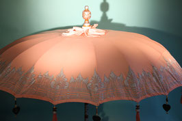 Luxe editie Bali parasol, breedte 180 cm of 250 cm, kleur zalm roze met mooie zilveren beschildering