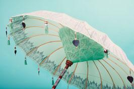 SETPRIJS voor Luxe editie  Bali parasol (met zilveren beschildering) + leuke parasolvoet + opberghoes (katoen)
