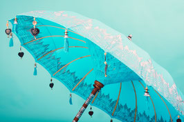 Bali parasol, breedte 180 cm of 250 cm, kleur licht blauw (zeeblauw) met mooie zilveren beschildering