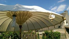 Verhuur van Bali parasol (inclusief parasolvoet)
