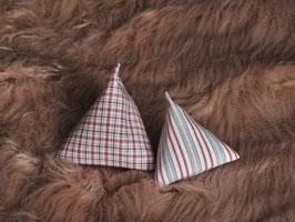 Pyramiden grau/rot