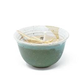 Gartenkerze mit Duftöl in der Keramikschale, Farbe: Dunkelgrün