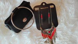 Schöne Set Halskette und Ohrringe in roter Farbe