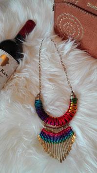 Multicolor Halskette mit Metallstangen und kleinen Steinen auf einer Seite