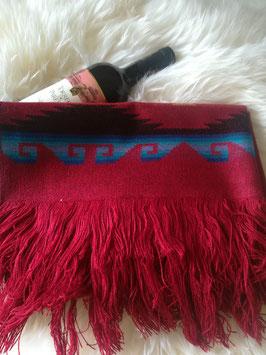 Warmer roter Schal