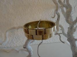 Metallarmband mit geschnitztem Holz Anwendung