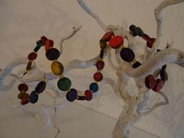 Mehrfarbiges Kokosnuss-Armband mit verschiedenen Knöpfen