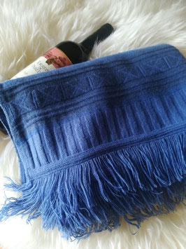 Sehr warmer blauer Schal