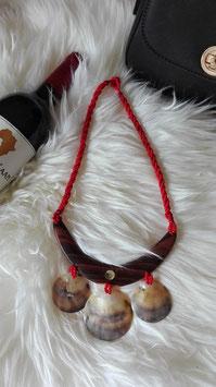 Schöne afrikanische Halskette mit Muschel