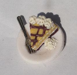 Ring Eierlikör Torte mit Gabel und Sahne