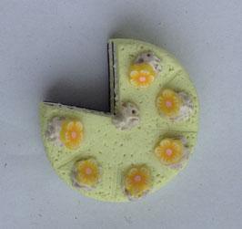 Ring Torte gelb mit Blumendekor