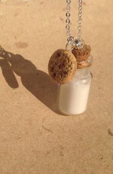 Kette Fläschle Milch mit Cookie