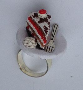 Ring Schwarzwälderkirsch-Torte mit Gabel