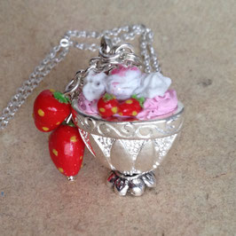 """Erdbeer"" Eisbecher Kette, Kettenanhänger"