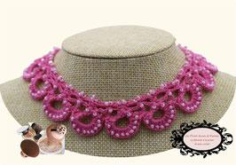 Tour de cou rose Maya crocheté à la main mélange de coton rose et de rocailles de bohême rose nacrée.