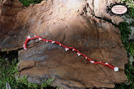 Bracelet crocheté à la main mélange de coton rouge et perles blanches
