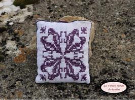 coussin de lavande les aigles: broderie main de couleur violette 13,5 x15