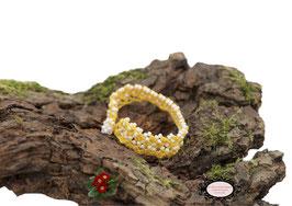 Bracelet au crochet Aerin simple rang, coton jaune et Rocailles de Bohème blanches