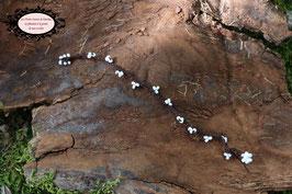Bracelet simple rang crocheté à la main coton Marron et perles de rocaille blanches