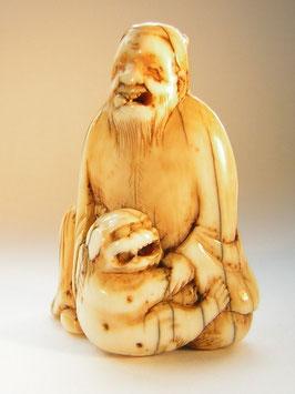 2082 Netsuke Katabori 形彫 Sennin mit Shishi