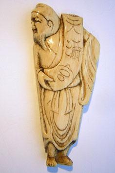 1132 Netsuke Katabori 形彫 chin. Gelehrter mit Schriftrolle