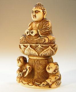 2104 Netsuke Katabori 形彫 Buddha auf Lotos