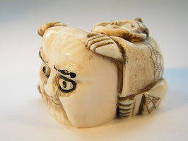 2053 Netsuke Katabori 形彫 Mann mit Maske