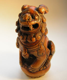 2192 Netsuke Katabori 形彫 Shishi Wächterlöwe