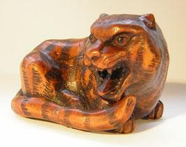 1174 Netsuke Katabori 形彫 Tiger