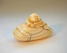 2145 Netsuke Katabori 形彫 Hotei