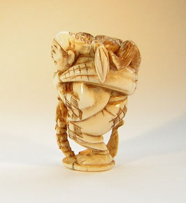 2106 Netsuke Katabori 形彫 Affengaukler mit Affen