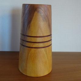 Vase aus Zwetschge mit drei Ringen