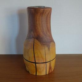 Vase aus Zwetschge mit einem Ring