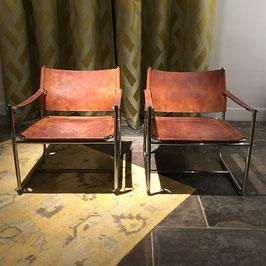 Paire de fauteuils en métal chromé et cuir gold, 1970