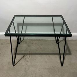 Table basse en métal laqué noir et verre, 1950