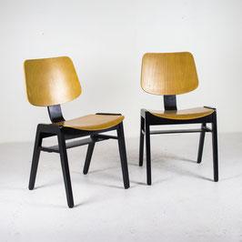Chaise en bois blond et noir teinté, 1960