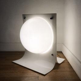 Lampe de sol en Plexiglas blanc, 1970