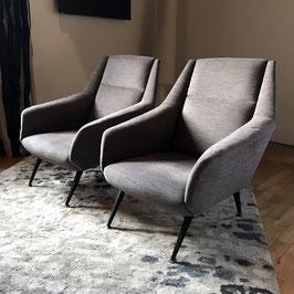 Paire de fauteuils en tissu gris, 1950