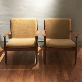 Paire de fauteuils danois en tissu jaune moutarde, 1960